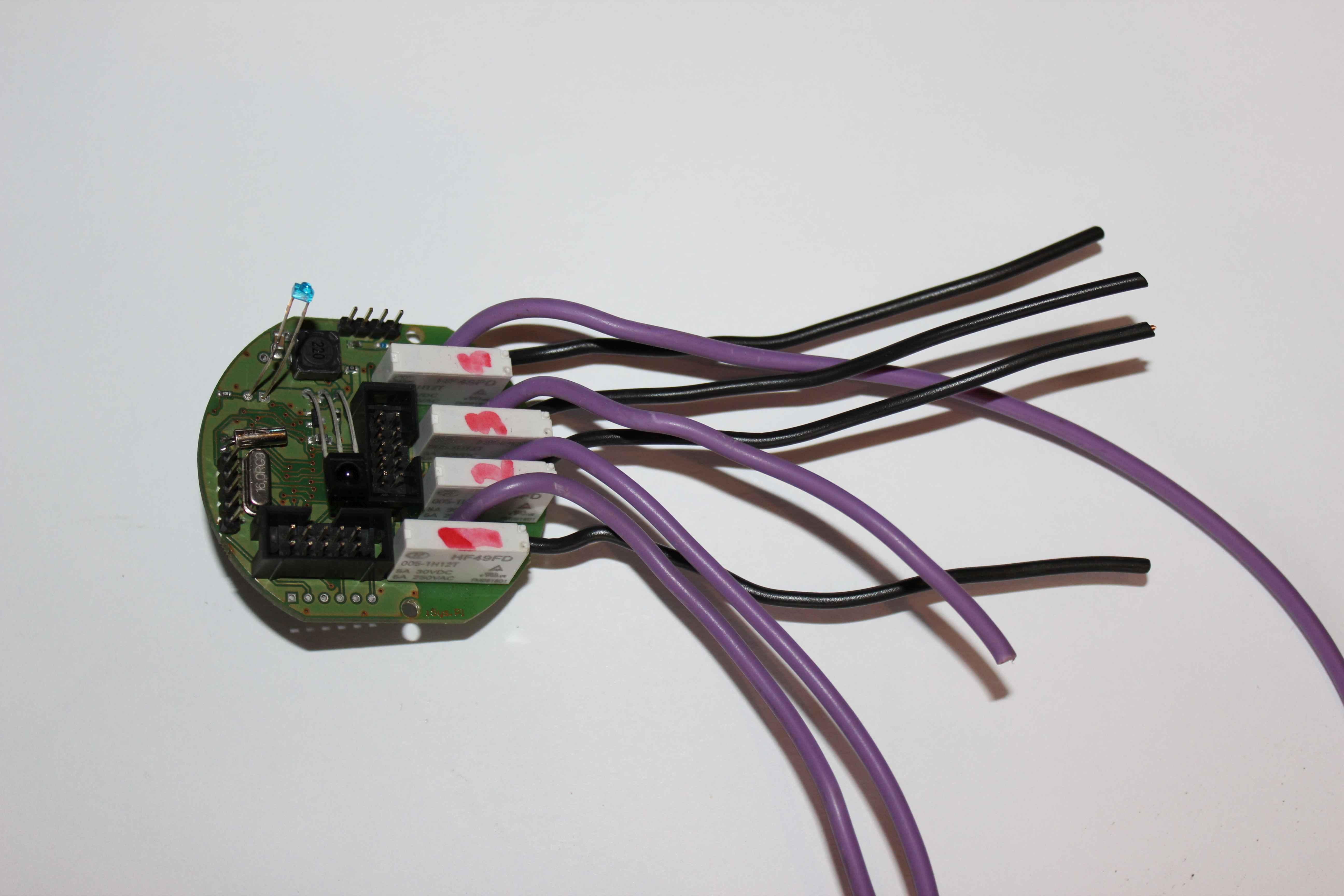 Intelligent Building eHouse4CAN pentru a conecta dispozitive externe la contactele releelor