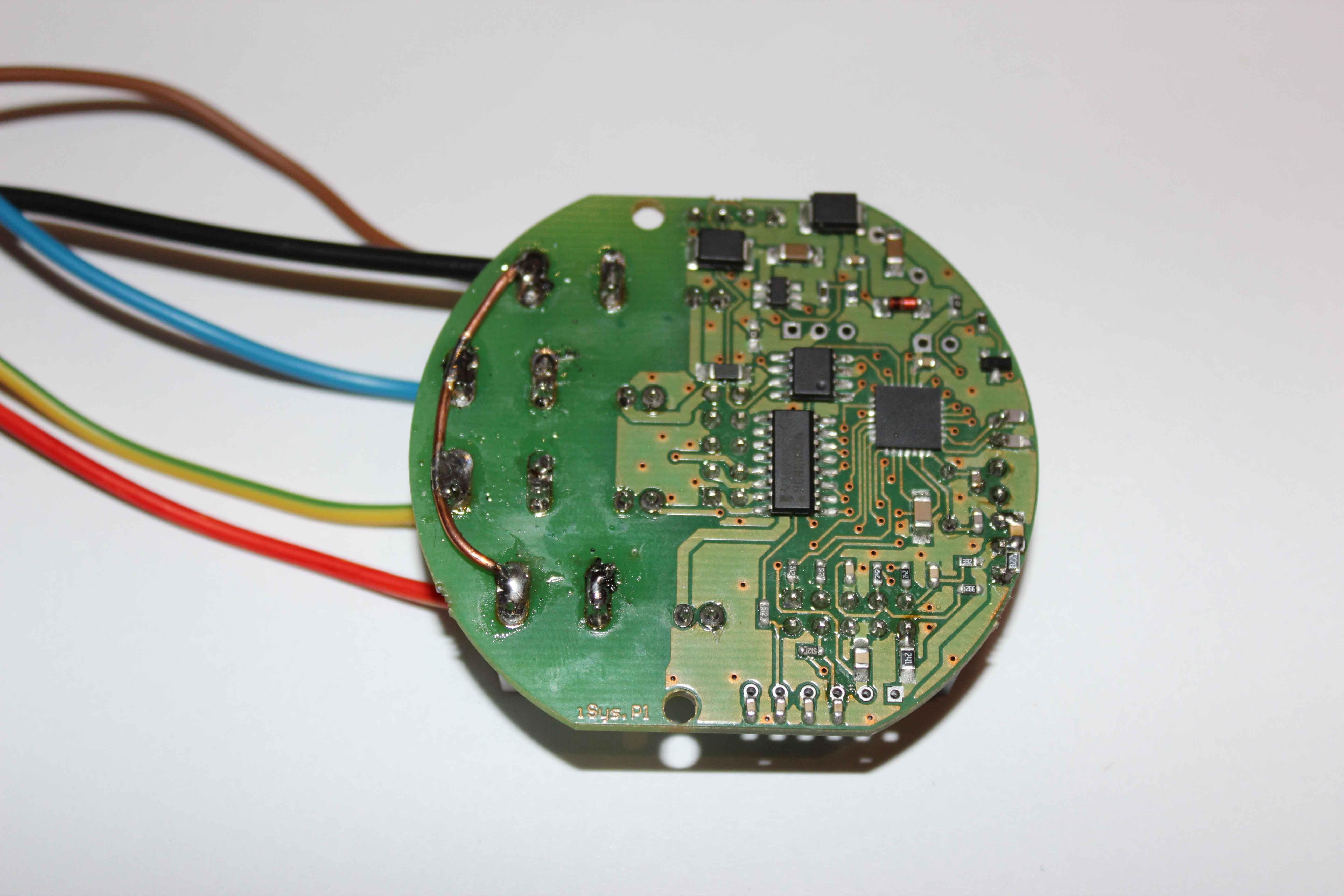 Intelligent Building eHouse4CAN pentru a conecta dispozitive externe la contactele releelor pe o tensiune